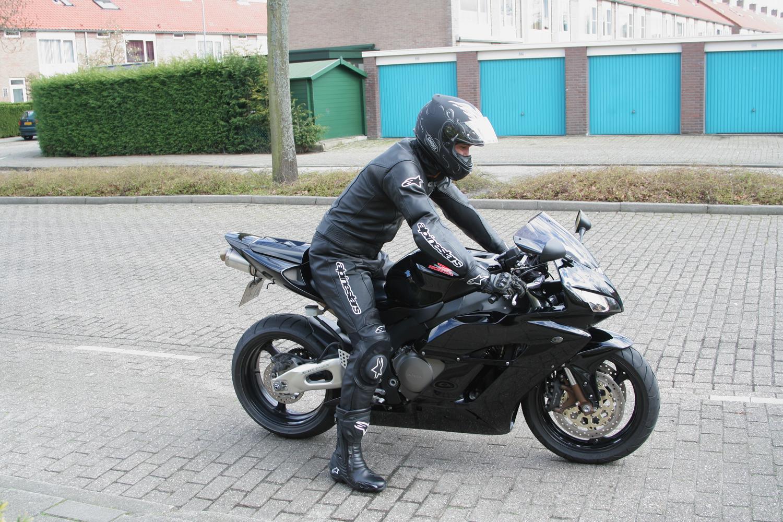 http://www.japper.nl/cbr1000rr/img/IMG_6160.jpg